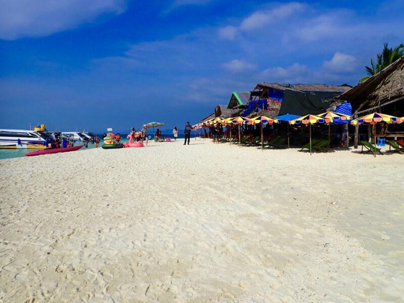 Gott om plats på de små öarna utanför Phuket är det nu.