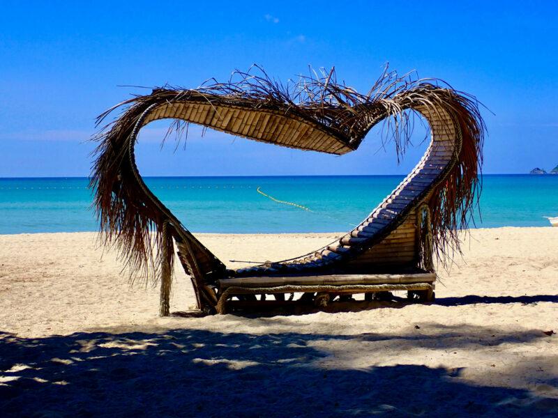 När vi besökte Phuket i december 2020 så fanns det gott om plats på stranden