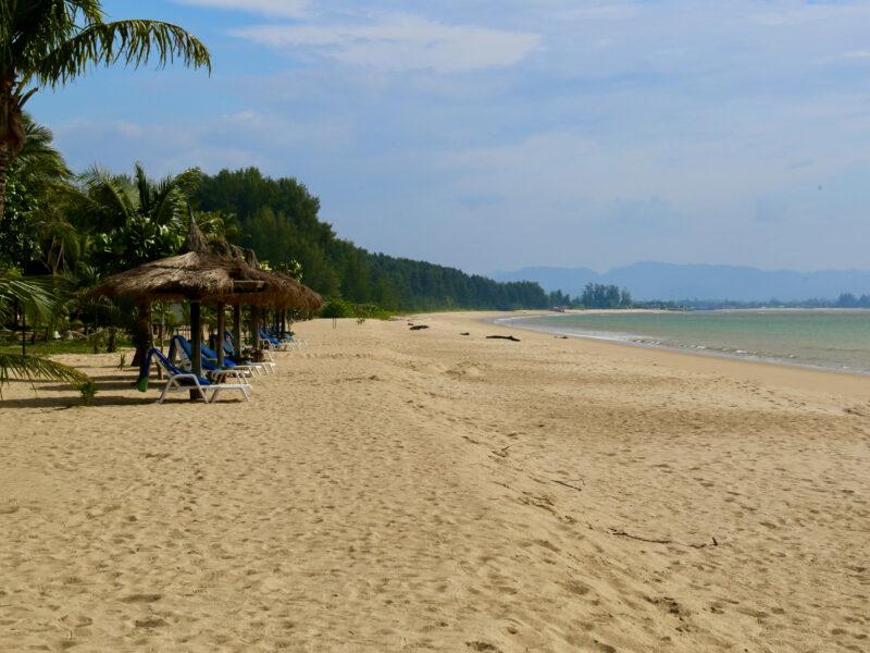 Stranden inbjuder till långa promenader i vattenbrynet
