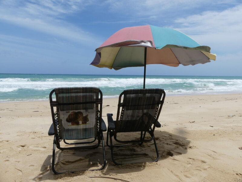 Stor chans att man får ha solstolen för sig själv på beachen nu!